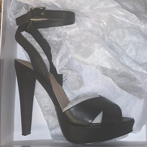 Steve Madden Andrea black leather heels